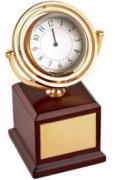 Часы настольные на постаменте